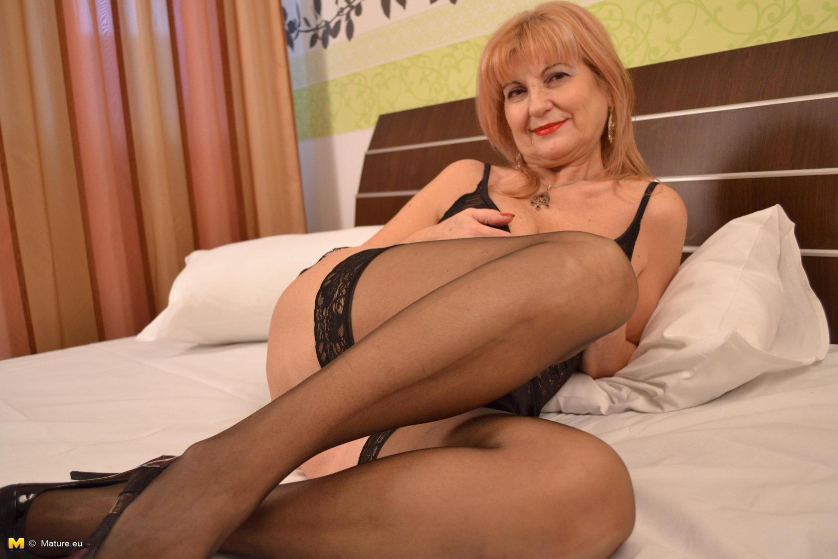 mature mature grannie playing playing with herself ran into