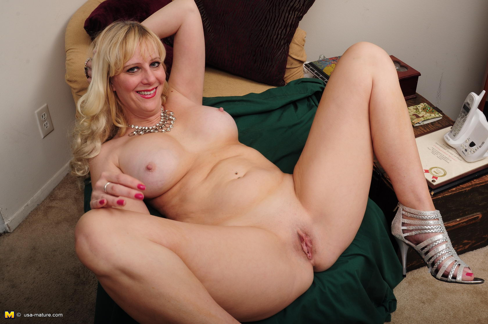 naked-mom-gallery-suicide